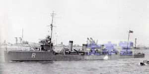 T6桂、アドリア海プリンディシ軍港。Rは地中海での識別記号