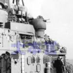 プリンツ・オイゲンの艦橋左舷の甲板上