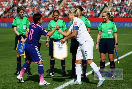 準決イングランド、キャプテン握手