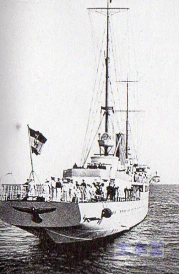 総統ヨット艦尾より021