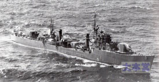 1945年8月27連合国艦隊に連絡のため航行する初桜