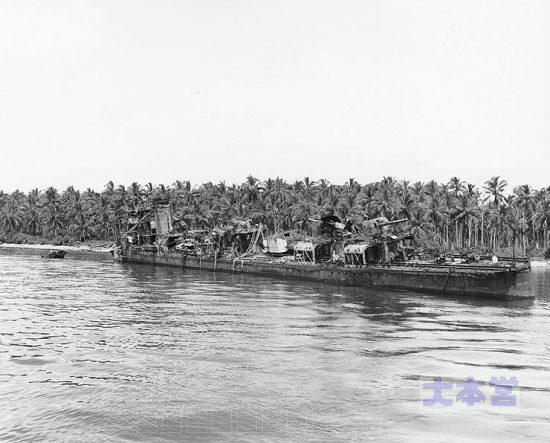 長月1944、座礁して大破・放棄