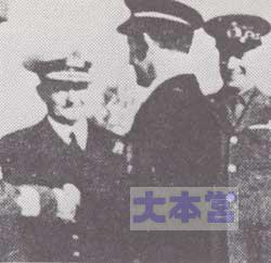 デ・ラ・ペンネ伯、モーガン提督から勲章を受ける