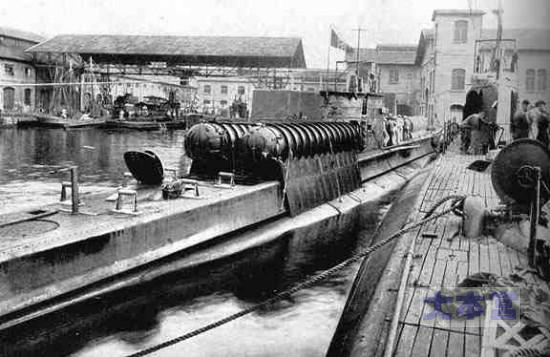 マイアーレ収容装置を搭載した潜水艦