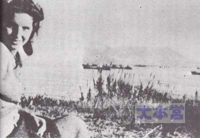 ヴィル・カルメラ山荘に座るアントニオ・ラモニーノの妻コンキータ