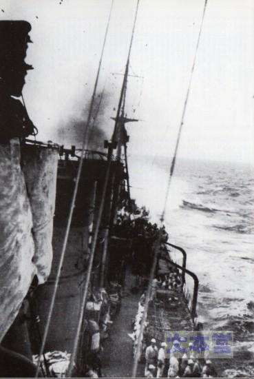 捷号作戦中の防空巡五十鈴、艦橋より後方を望む