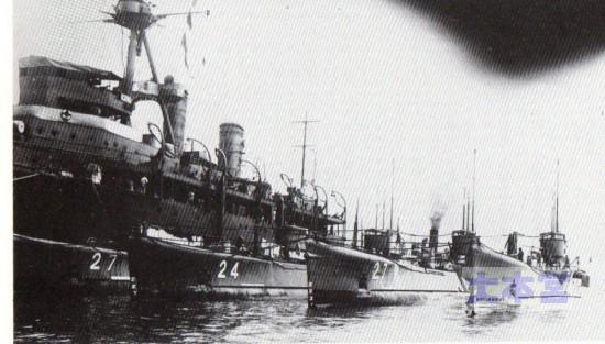 潜水母艦迅鯨と呂号潜水艦