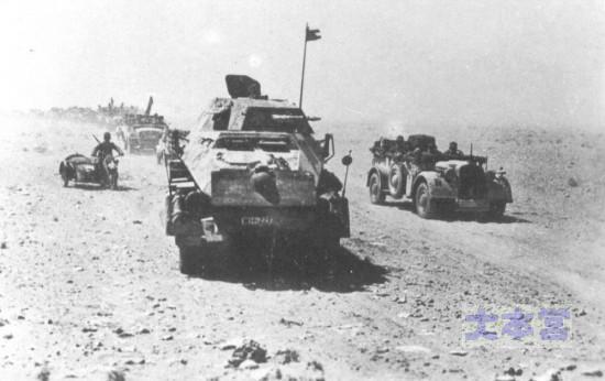 進撃するドイツアフリカ軍団