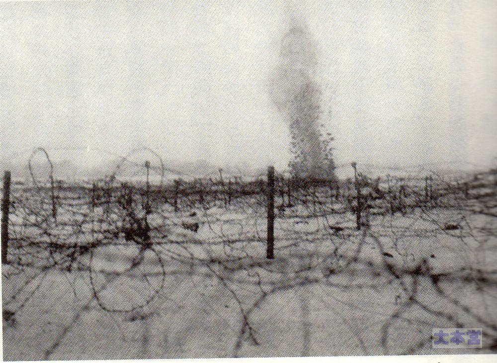 1916砲撃を受ける英軍の塹壕
