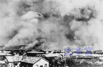 陸軍船舶司令部練習本部(宇品)から撮影した被爆直後の広島市街