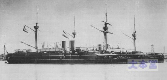 清国装甲艦「鎮遠」手前と「定遠」、清国への廻航時の姿