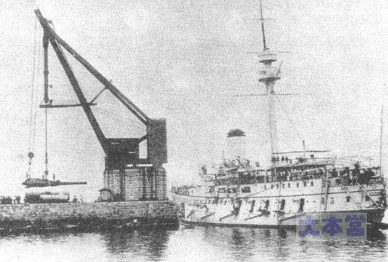 1893防護巡橋立、主砲換装中。