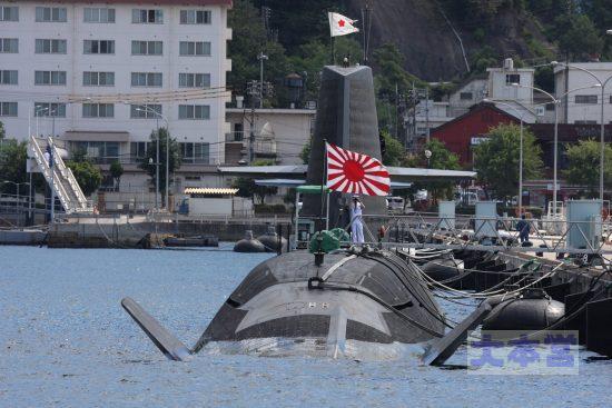 そうりゅう級と軍艦旗