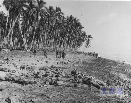 1942.8.21ガダルカナル島海岸。殲滅された一木支隊