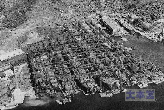 長崎造船所のガントリークレーン群