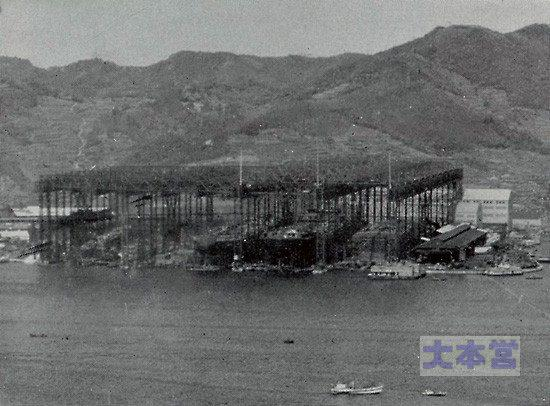 長崎造船所のガントリークレーン群2
