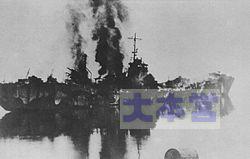 敵戦車の砲撃で大破した159号輸送艦