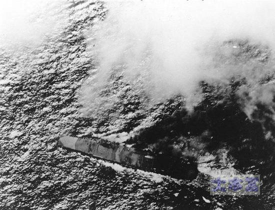 エンガノ岬で攻撃される瑞鶴