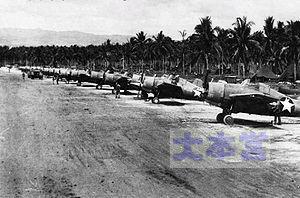ヘンダーソン飛行場のF4Fの列線1942
