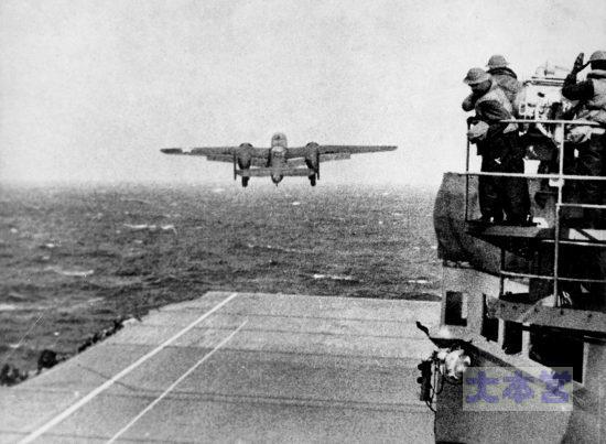 B-25_(Doolittle_Raid)を発進させるホーネット