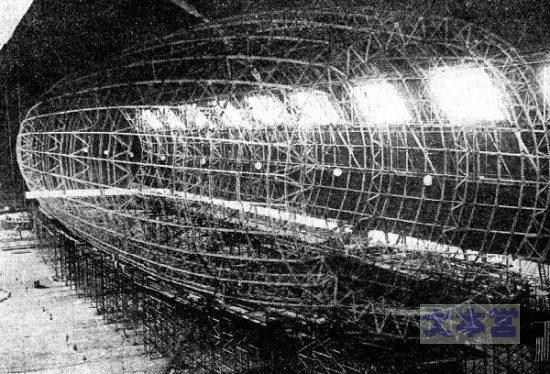 グッドイヤー社の飛行船製造中(骨組み)