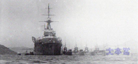 昭和初期の潜水母艦迅鯨と潜水艦