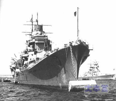 足柄、独逸装甲巡グラーフ・シュペーと並ぶ