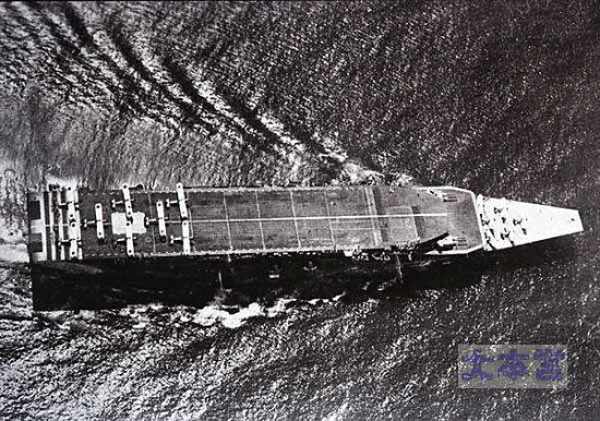 三段飛行甲板の「加賀」1930年撮影