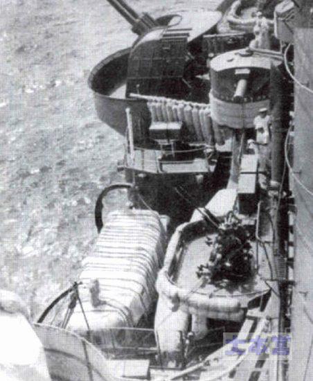 25ミリ連装機銃と89式12.7センチ高角砲(後方)~重巡羽黒~