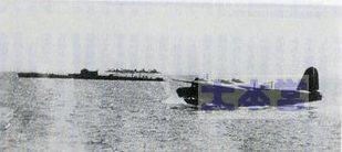 クェゼリン環礁で給油する2式大艇