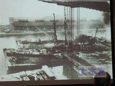 横浜港爆発、手前アルトマルク、奥トール