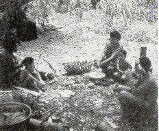 メレヨン島民の食事準備