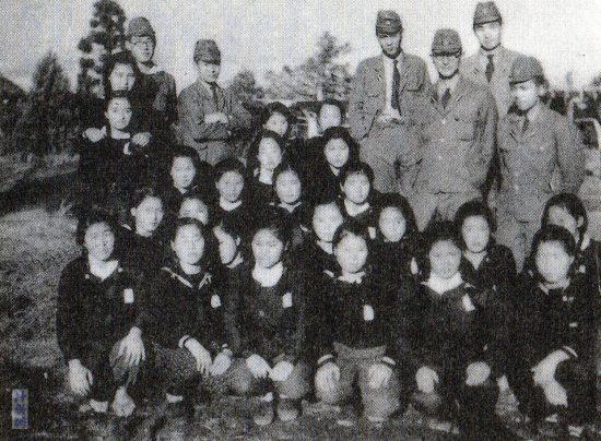 鹿屋基地で勤労奉仕の女子高生と情報関係者