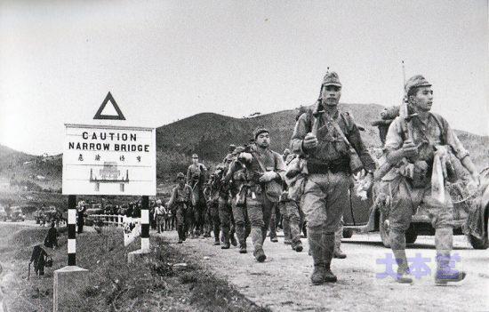 マレーを進撃する帝国陸軍(ダサい)