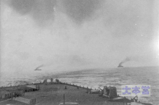 追跡する英艦隊から見た「ゲーベン」左と「ブレスラウ」
