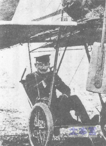 グラーデ単葉機に乗る日野熊蔵
