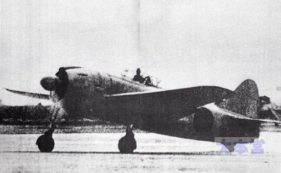 昭和17年大晦日に飛行した紫電の試作1号機