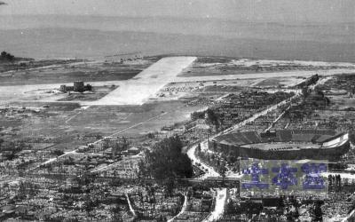 米軍撮影の鳴尾飛行場、手前甲子園球場