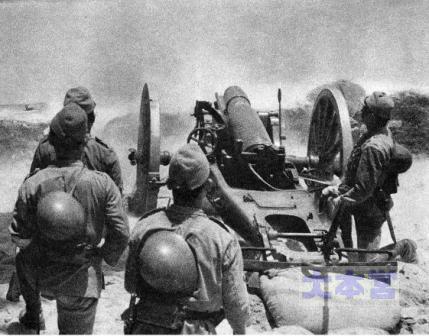 38式15糎榴弾砲発射シーン
