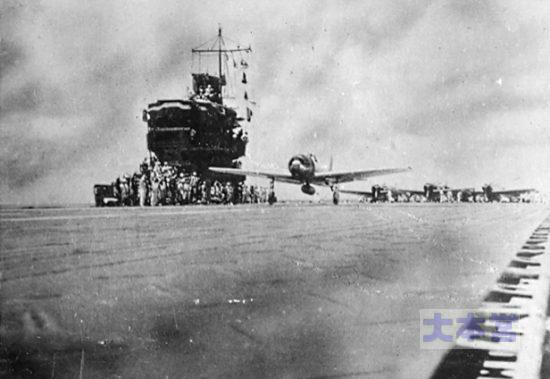 南太平洋海戦で翔鶴から発艦するA6M3零戦32型