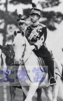 白馬にまたがる先帝陛下