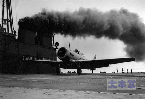 セーブル艦上のT-6テキサン