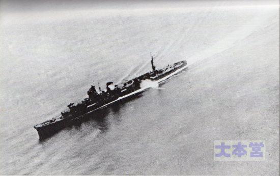 1942末、魚雷発射訓練中の阿賀野。トラック環礁か