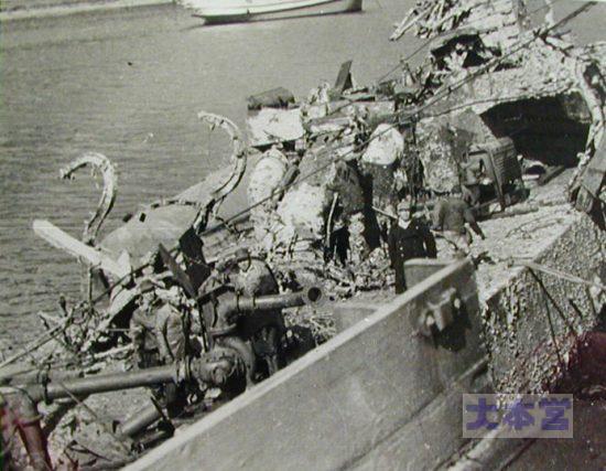 由良港内で撃沈された第30号海防艦の浮揚作業