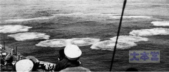 ヘッジホッグが着弾した海面