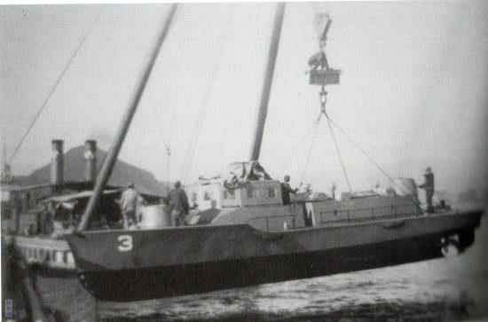 重量試験中の装甲艇3号