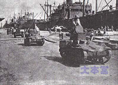 サイゴン港で示威行動する近衛師団