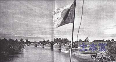 メコン川を遡航する輸送船団