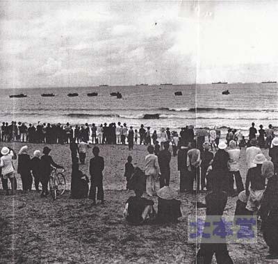 1941.7.29第25軍の上陸を見物するベトナムの人々