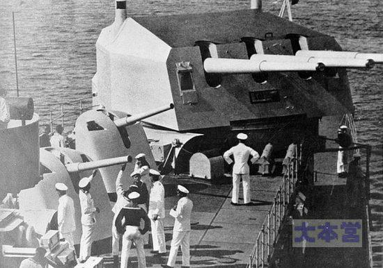 ケーニヒスブルク級2番砲塔と8.8cm高角砲